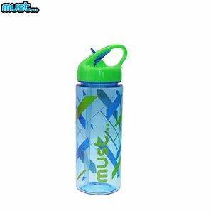 MUST Caurspīdīga plastmasas ūdens pudelīte (bez BPA) (500ml) bērniem no 3+ gadiem Zila ar līnijām